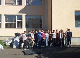Peste 1400 de kilograme de deșeuri adunate de elevii din comună